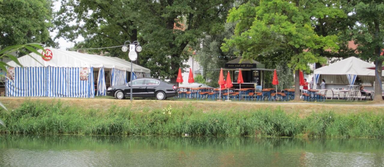 Von der anderen Seite des Neckars