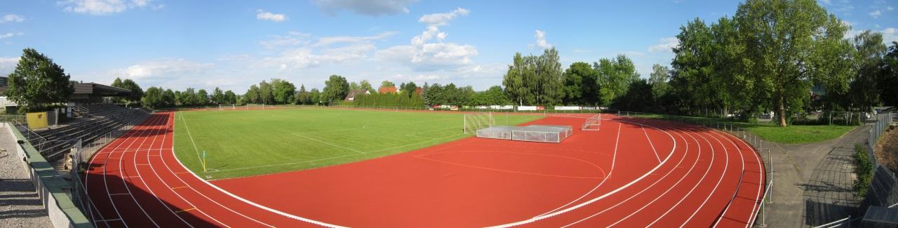 Hohenbergstadion mit Blick von Clubheim-Terrasse